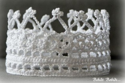 Couronne crochet (crédit photo : www.alittlemarket.com/boutique/bibidi-300585.html)